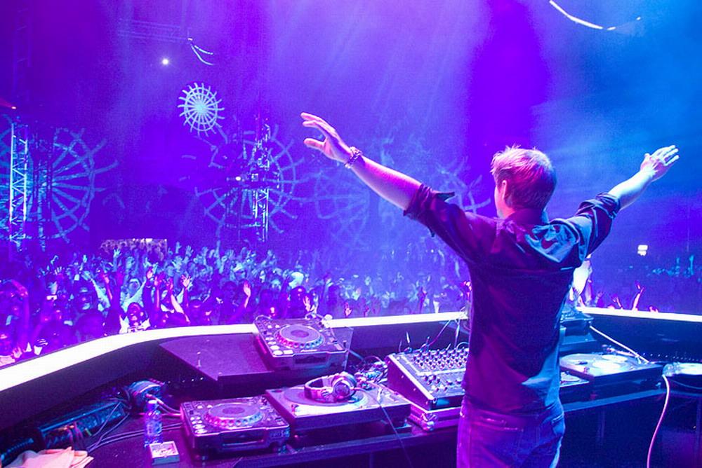 Armin Van Buuren  BBC Radio 3 Hour Essential MixArmin Van Buuren Concert Wallpaper