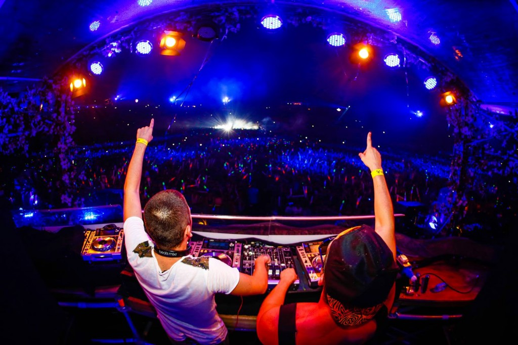 dimitri-vegas-like-mike-tomorrowland-belgium-2013