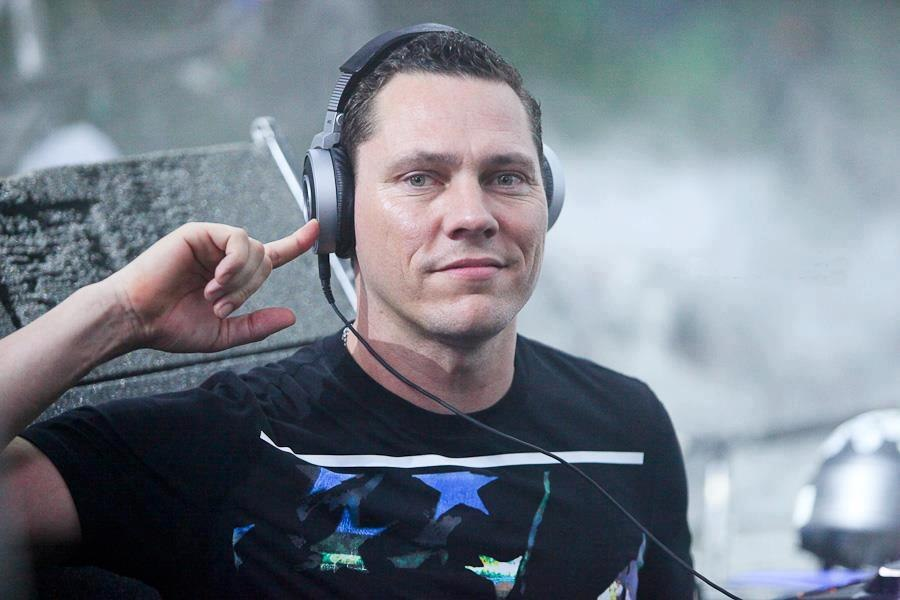 tiesto-right-ear